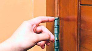 Скрипит дверь, чем смазывать дверь, скрипящая дверь